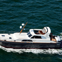 Linssen Yachts on open seas