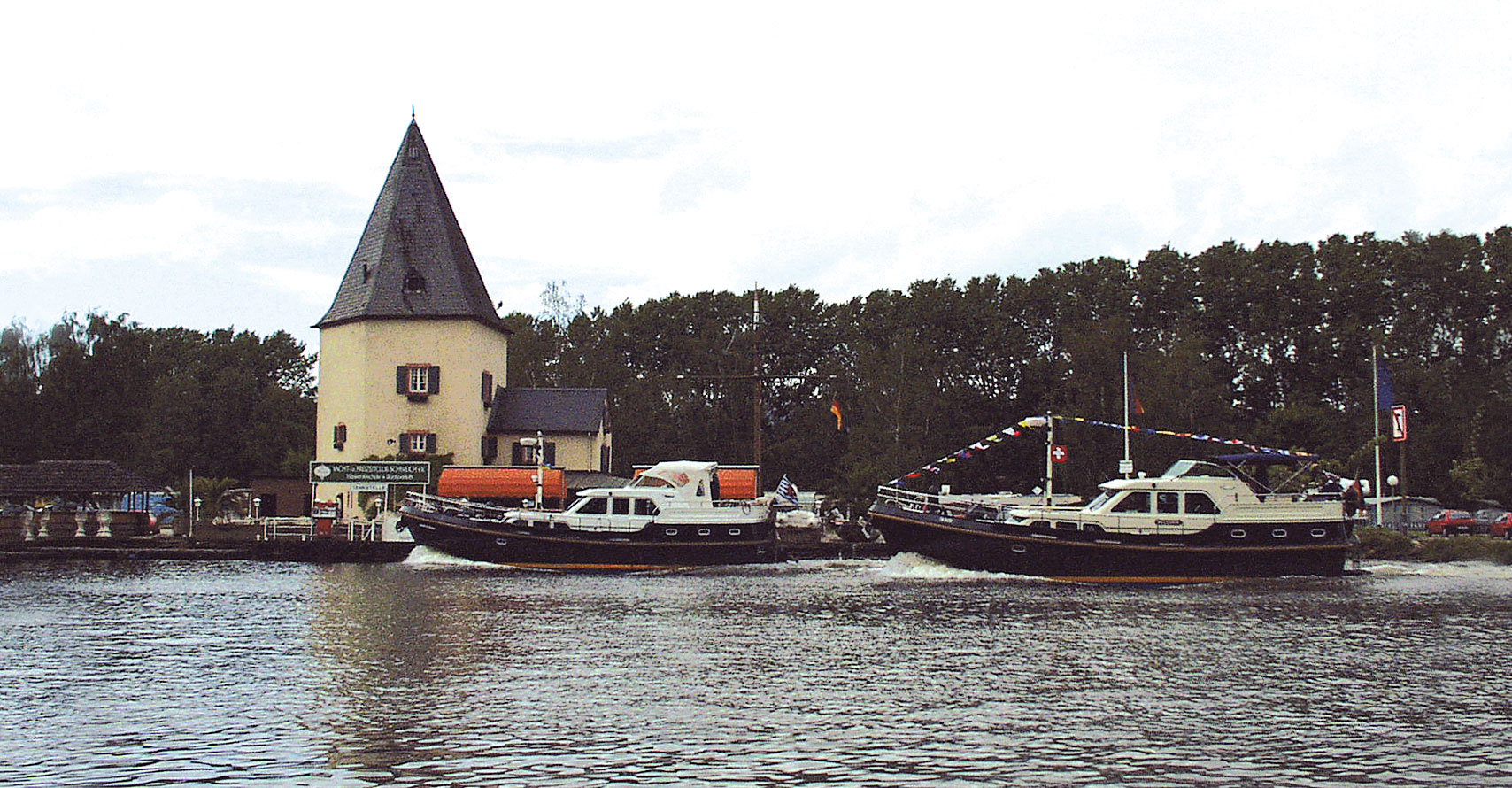 Linssen Yachts on the river Moselle - Boote Kreusch