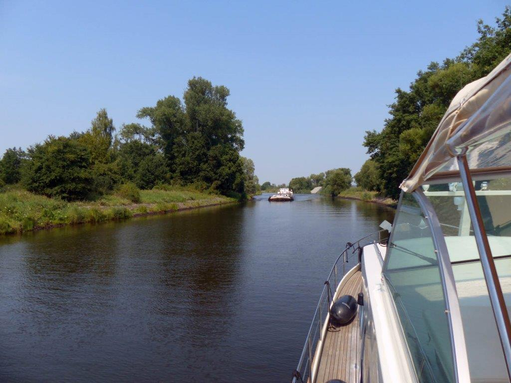 Linssen yacht cruising in North Germany