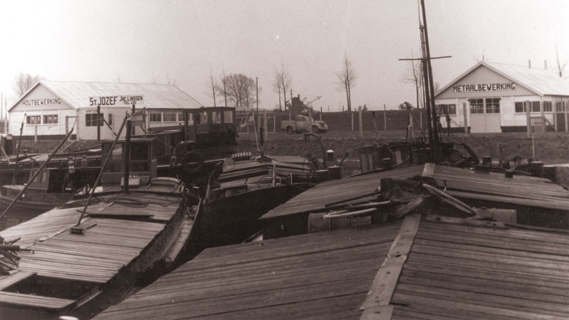 Inland harbour Maasbracht in 1952