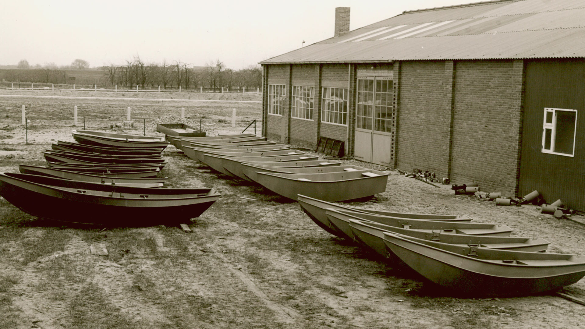 Linssen Yachts rowing boats in 1954