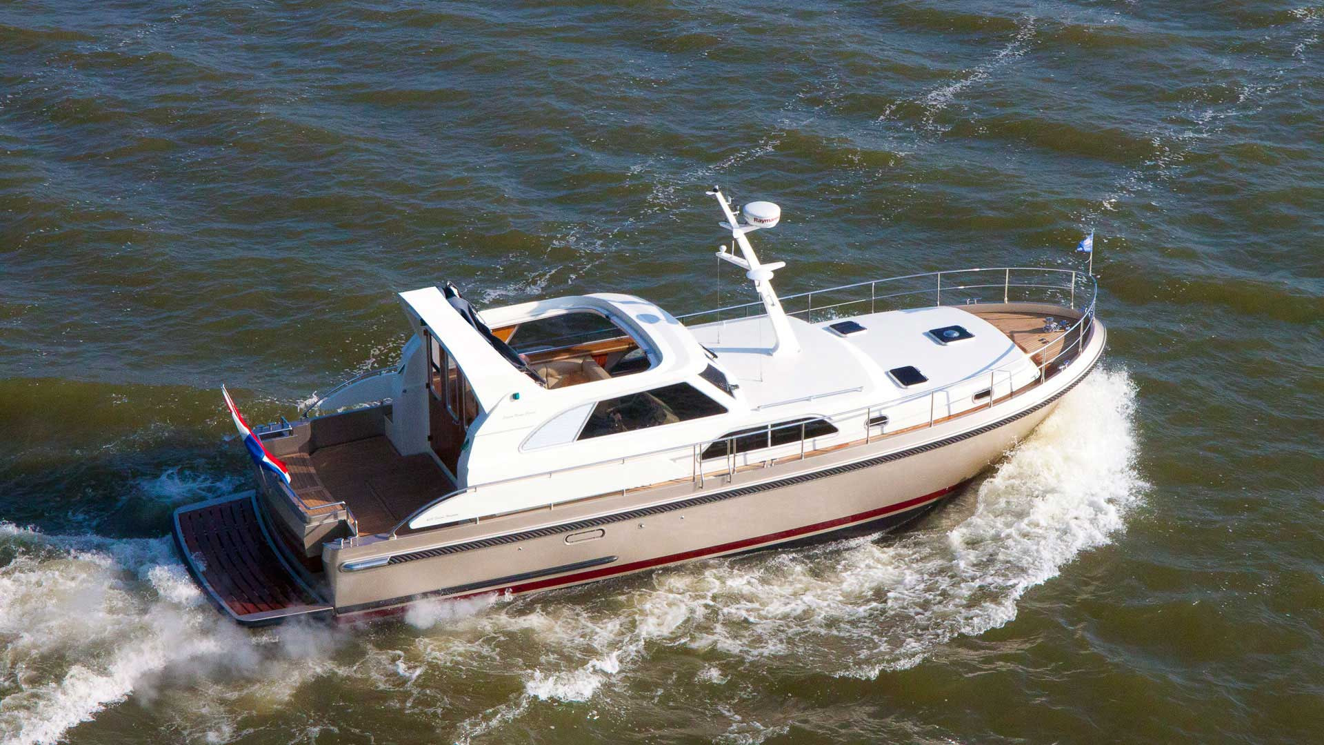 Linssen Range Cruiser 430 Sedan Variotop®