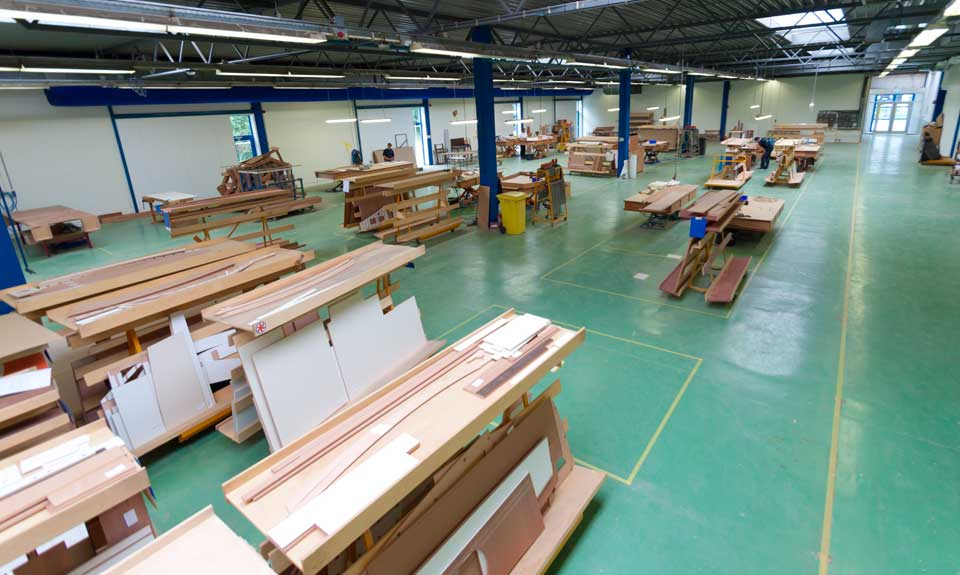 linssen yachts production wood and interior