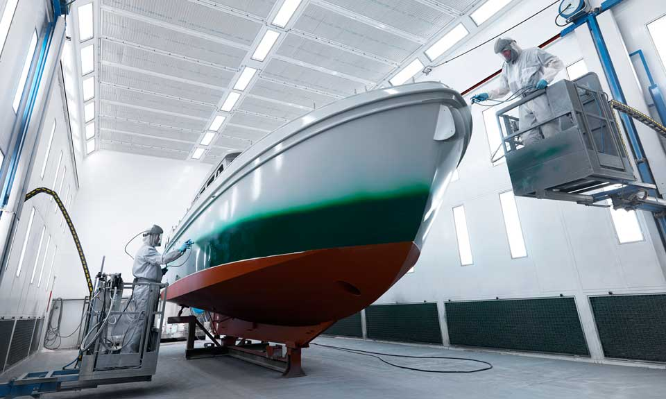 Linssen Yachts production spraying cabin